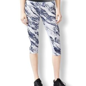 GapFit Marble Capri Athletic Pants